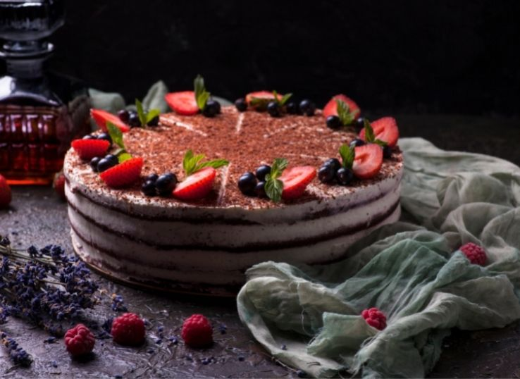 How to Decorate a Cake with Strawberries